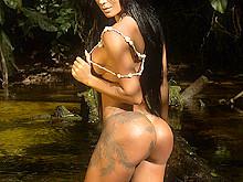Lorena Bueri Stripped